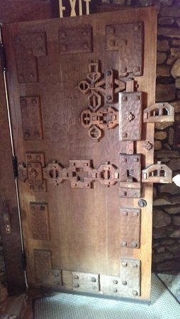 One of the wooden doors inside the castle - brilliant !!!! - Picture ...