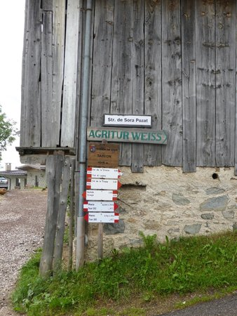 Agritur Weiss: Entry of the streets, which is start of several walks