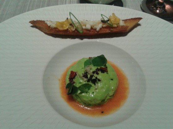 Chapeau Rouge Restaurant William Frachot : En mise en bouche: mousse de courgettes sur caviar d'aubergine,  gaspacho, tartine à la poutargu