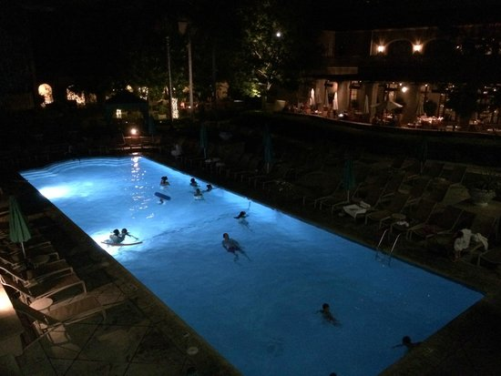 The Langham Huntington, Pasadena, Los Angeles: Pool area at night, open until 10 pm