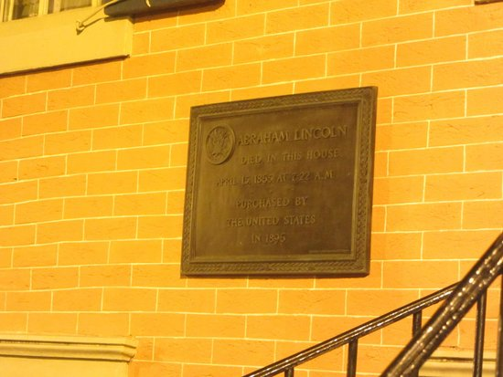 DC by Foot: Plaque on the house where Lincoln died