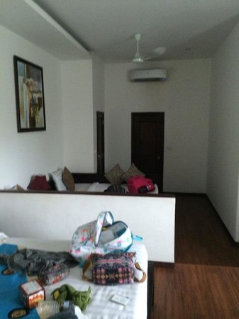 Billabong Hotel & Hostel : view inside room