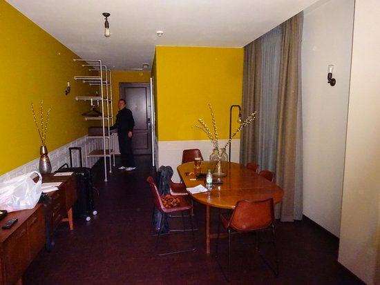 Hotel V Nesplein: Spacious, big suite with sitting area