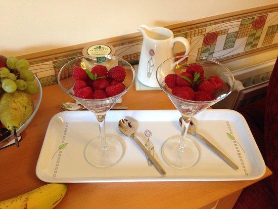 Tigh na Bruaich Bed & Breakfast: Delicious raspberries