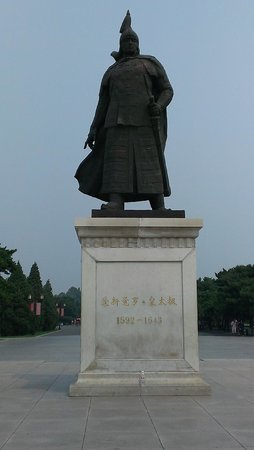 Beiling Park: one of the heroes from the Qing dynasty