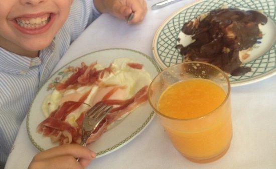 Hotel Atalaia : Feliz del súper desayuno