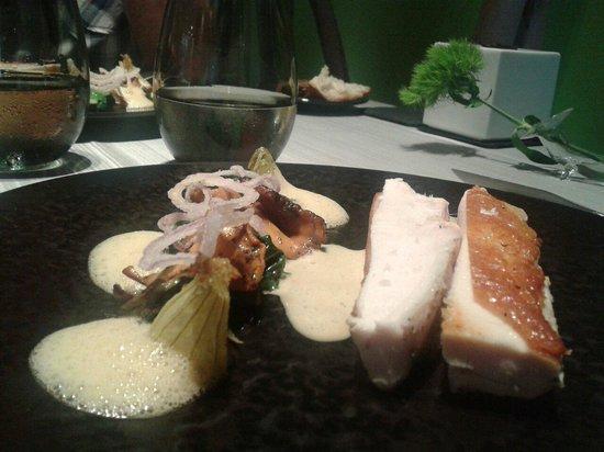 Chapeau Rouge Restaurant William Frachot : En plat: poulet fermier délicieux