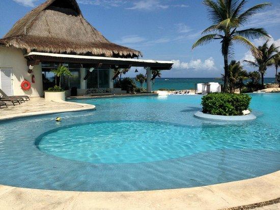 Kore Tulum Retreat and Spa Resort: Swim up bar