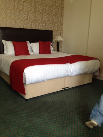 Imperial Hotel: Nice big bed