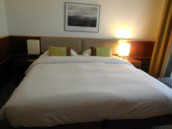 K+K Hôtel Cayré : Large Bed in Room
