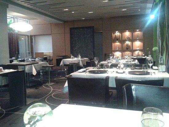Chapeau Rouge Restaurant William Frachot : Autre vue de la salle
