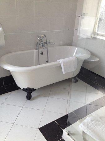 Imperial Hotel: Dreamy bath
