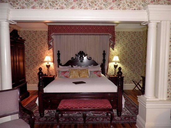 The Inn at Erlowest: Schuyler bedroom alcove