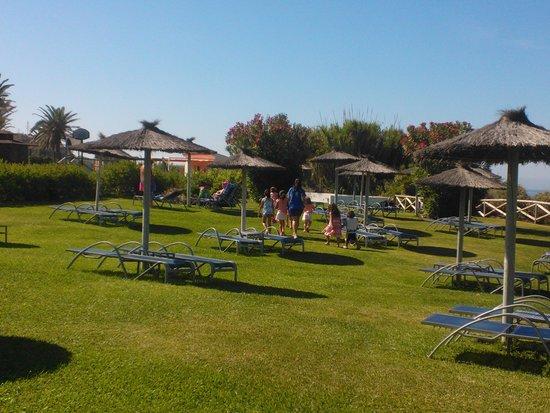 Hipotels Flamenco Conil: area piscina vista mare