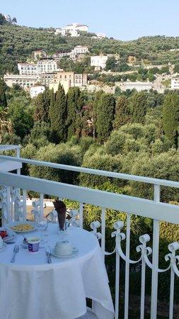 Hotel Regina Sorrento : restaurant balcony