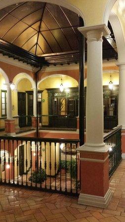Hotel de la Opera: 2nd floor hall