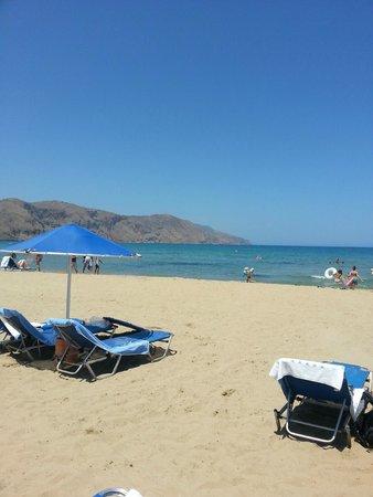 Pilot Beach Resort : пляж