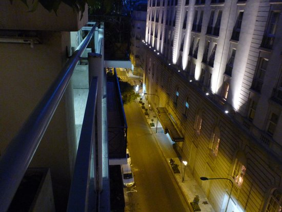 Ulises Recoleta Suites: The street outside the hotel from the balcony.