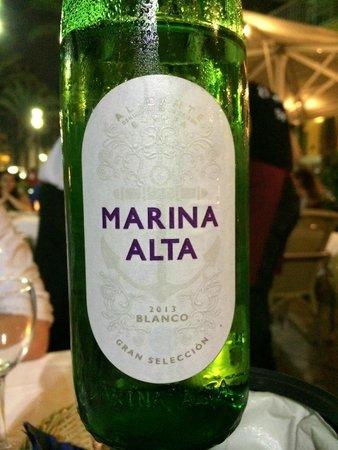 Restaurante El Muelle: Marina Alto - Local white wine that tasted amazing!