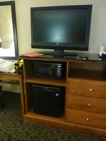 Drury Inn & Suites Atlanta South: Nice ammenities