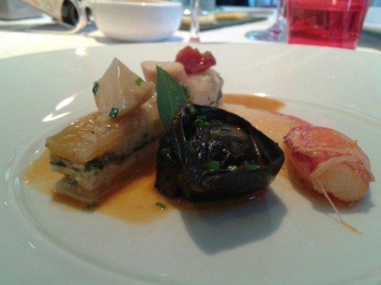 L'Hostellerie de Levernois : La pince gauche en tortellini blette poulpes de roche au basilic réglisse