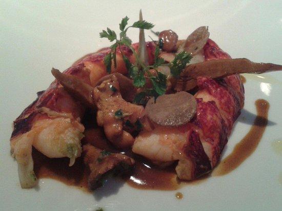 L'Hostellerie de Levernois : La queue rôtie en carapace filet de caille artichauts et girolles sauce genevoise