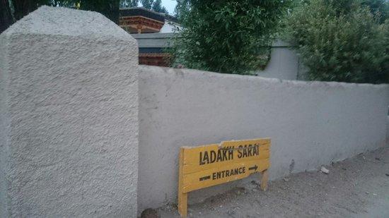 Ladakh Sarai : Entrance