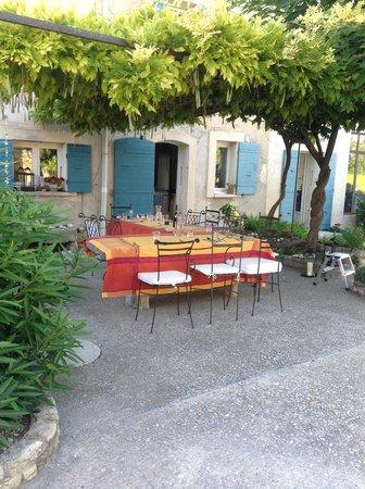 Auberge du Vin: Dining Al Fresco