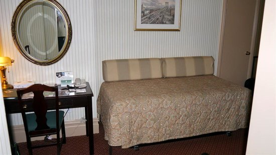 Wolcott Hotel: extra bed in suite
