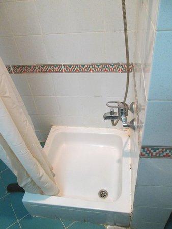 SUNRISE Holidays Resort: shower (really?? 5*? Decide for yourselves...)