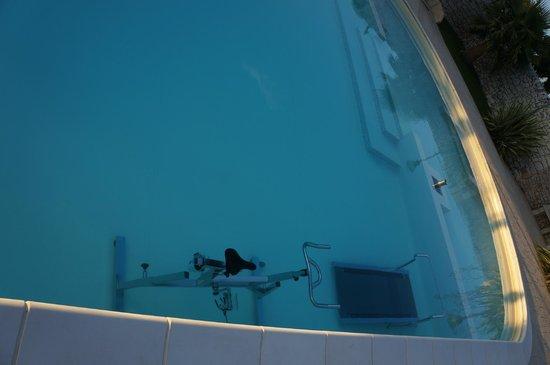 Artemisia Resort: Gli attrezzi della piscina