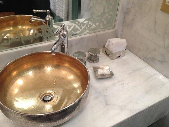 Jumeirah Zabeel Saray: Bathroom