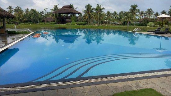 Vasundhara Sarovar Premiere : the expansive pool