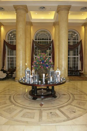 Southern Sun The Cullinan: Grand Lobby - Candles Lit On Table