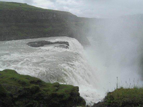 Gullfoss: Gulfoss, haute de 32 mètres
