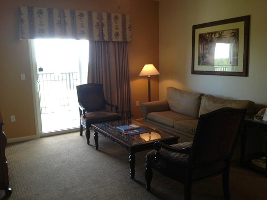 Lake Buena Vista Resort Village & Spa: Living room..little dated but comfortable