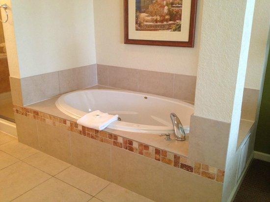 Lake Buena Vista Resort Village & Spa: Whirlpool tub