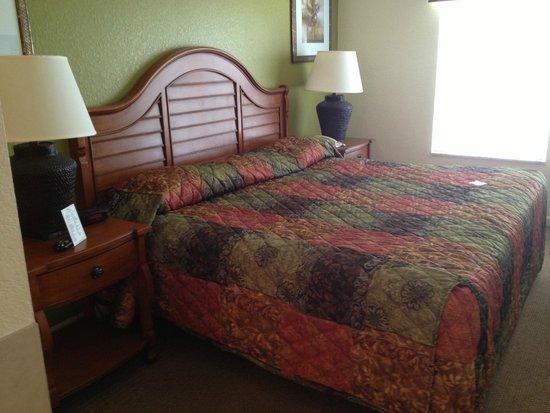 Lake Buena Vista Resort Village & Spa: King bed in master suite