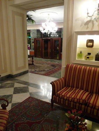 Grand Hotel Vesuvio: entrée hôtel
