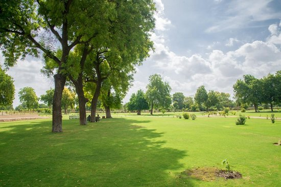 Rani Ki Vav - Landscaping around the main attraction