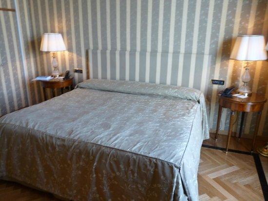 Grand Hotel Vesuvio: grand lit