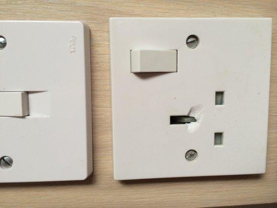 Carbeile Inn: Broken plug socket
