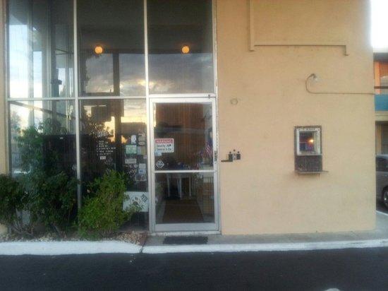 Royal Motel: Front door
