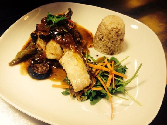 El Casal: Bacalao a la plancha con arroz frito y verduras salteadas