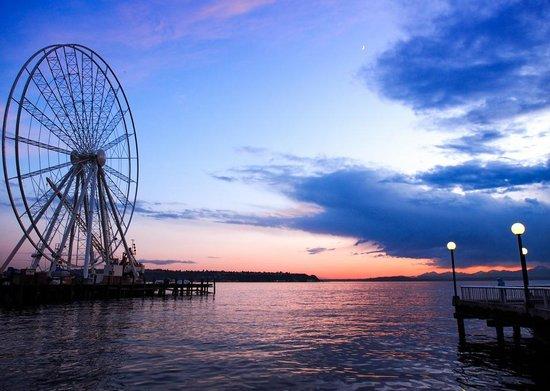 Seattle Great Wheel: Great wheel over the ocean