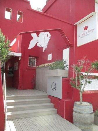 Le Poisson Rouge : entrée du restaurant