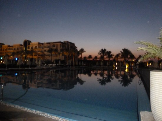 Sensimar Premier Le Reve: Salt water pool at sunset
