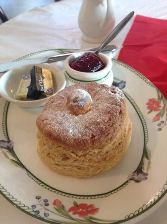 King Alfred's Kitchen: My big scone!