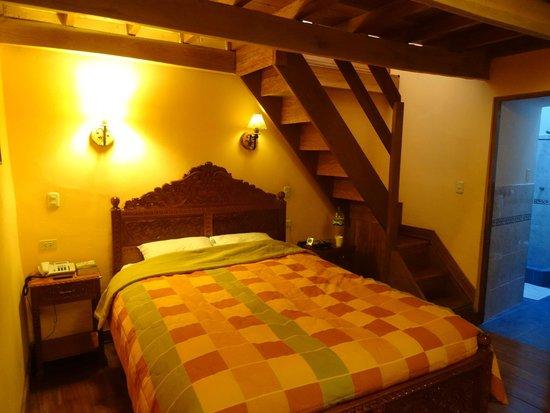 Amaru Hostal: Bedroom with mezzanine
