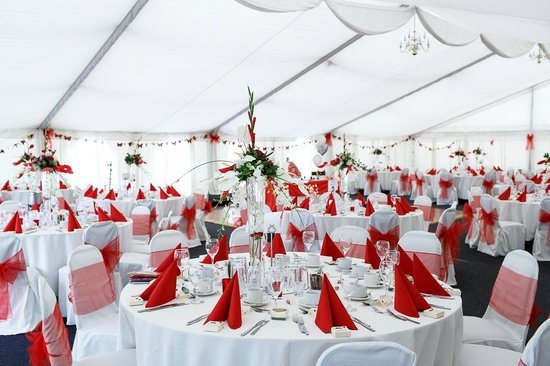 The Royal Arms Restaurant & Hotel: The large Marquee